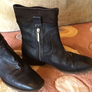 Donald Pliner distressed ankle boot 7.5